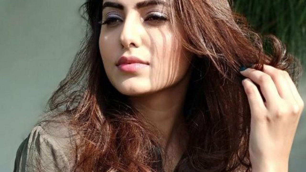 Ginni Kapoor Age, Family, Boyfriend, Biography & More » StarsUnfolded