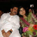 poonam-mahajan-with-her-father