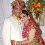 shruti-bapna-father-and-sister