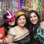 shruti-bapna-with-her-mother-and-sister
