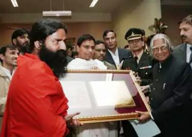 Acharya Balkrishna and Baba Ramdev with APJ Abdul Kalam