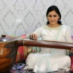 aparna-yadav-playing-veena