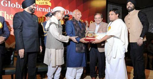 Balkrishna while receiving the Bharat Gaurav Award