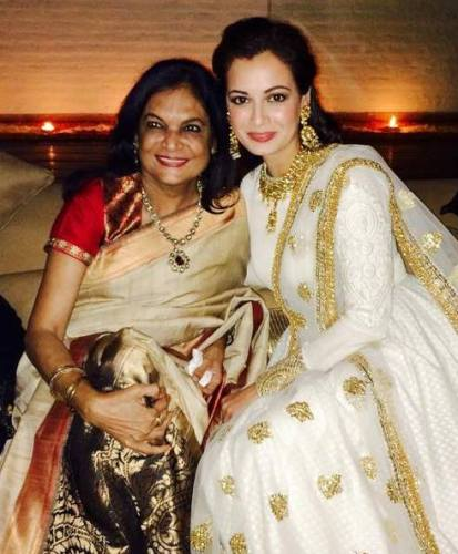 Dia Mirza with her mother