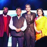 Jubin Nautiyal with his parents and Uttarakhand CM Harish Rawat