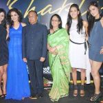 kriti-mohan-with-her-family