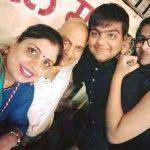 manish-wadhwa-with-his-wife-and-children