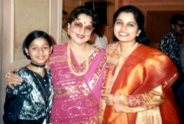 Sunidhi Chauhan (Childhood) with Tabassum (Center) and Sadhana Sargam (Right)
