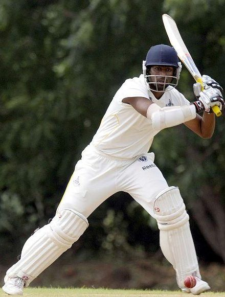 Abhinav Mukund batting