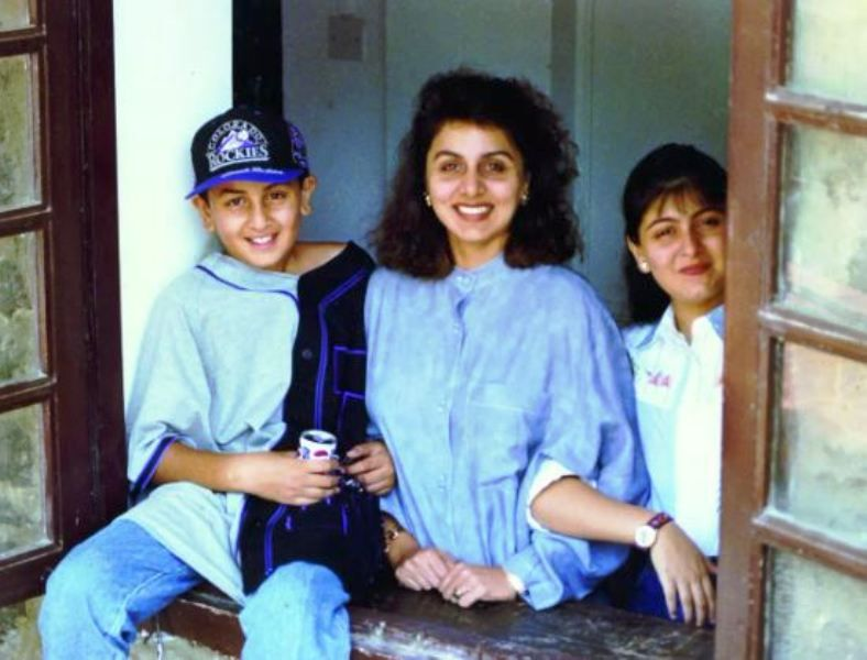 An Old Picture of Neetu Singh With Her Children