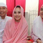 ayu-ting-ting-with-her-parents