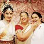 gracy-singh-with-her-mother-and-sister