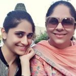 hunar-hale-with-her-mother