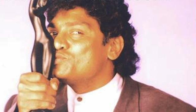 Johnny Lever With Filmfare Award
