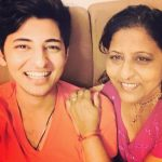 Darshan Raval with his mother Rajal Raval