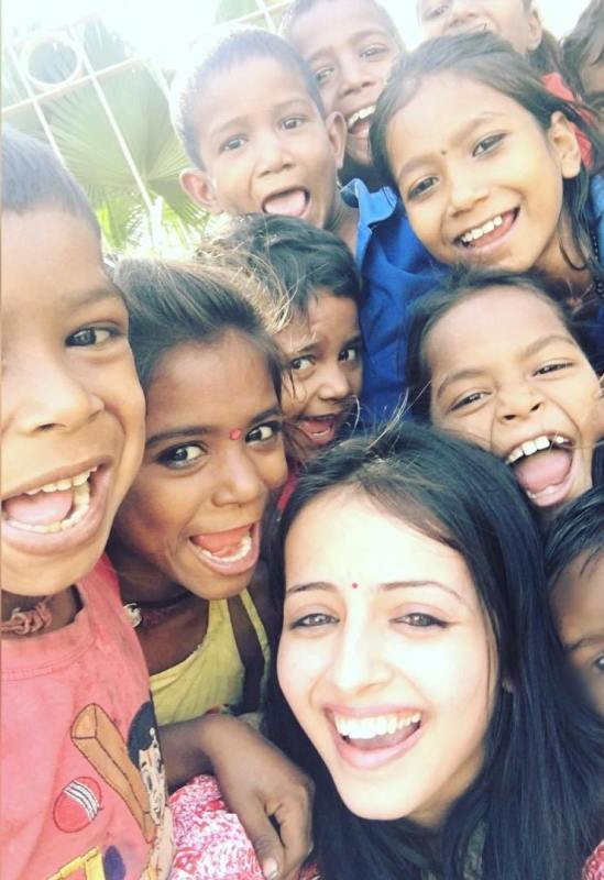 Shrenu Parikh having fun with the street kids