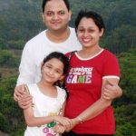 sonalika-joshi-with-her-husband-and-daughter