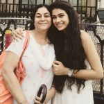 aakanksha-singh-with-her-mother