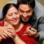 avinesh-rekhi-with-his-mother-darshana-rekhi