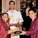 Chhetri receiving Arjuna Award From Pratibha Patil