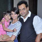 rishina-kandhari-with-her-husband-vishal-kandhari-and-daughter-tiarah-kandhari