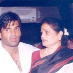 Suniel Shetty with his mother