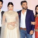 Suniel Shetty with his wife and children