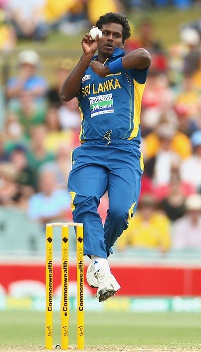 Angelo Mathews bowling