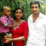 santhanam-with-his-wife-and-son