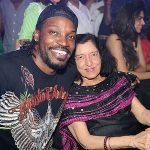 Vijay Mallya  biological mother posing with Chris Gayle