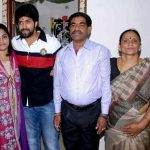 yash-with-his-family