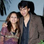 Abhijeet Sawant with his wife