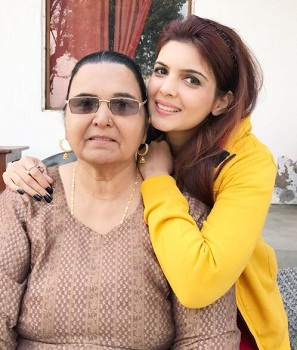 Ihana Dhillon with her mother