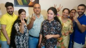 Mannat Luthra with her family