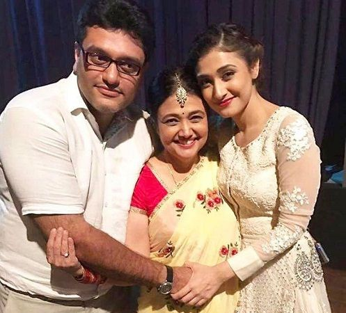 Ragini Khanna With Her Mother and Brother