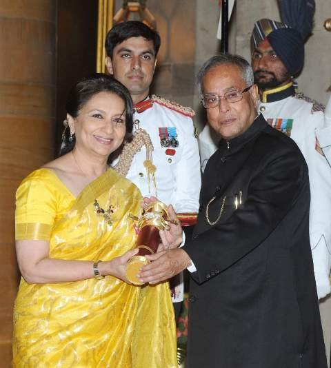Sharmila Tagore receiving Padma Bhushan from the President of India