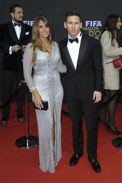 Antonella Roccuzzo with Messi