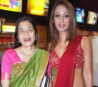 Kashmira Shah With Her Mother