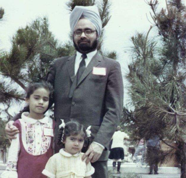 Manmohan Singh With His Daughters