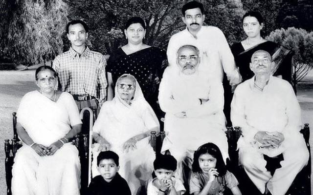 Narendra Modi Caste & Family Background » StarsUnfolded