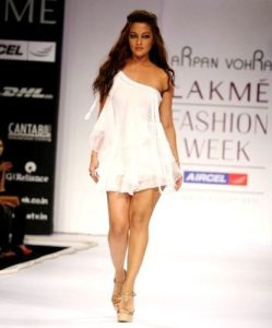 Riya Sen ramp walk for designer Arpan Vohra