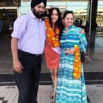 Sana Dua with her parents