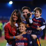 Antonella Roccuzzo and Messi with children