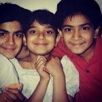 Kanaeez Surka childhood picture with her brothers