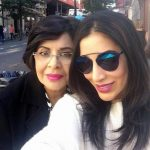 Sophie choudry with her mother