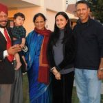Jeev Milkha Singh With His Parents and Wife
