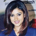 Oviya Height, Weight, Age, Boyfriend, Biography & More