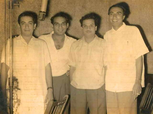 Sahir Ludhianvi (Extreme Right) With Mahendra Kapoor (Extreme Left), Yash Chopra (2nd to Left) and N Datta