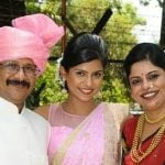Swarda Thigale With Her Parents