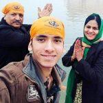 Aditi Sajwan parents and brother